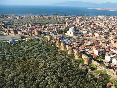 Un proyecto restaurará parte de la muralla de 2.000 años que rodea İznik, la antigua Nicea