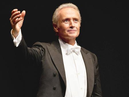 El tenor español José Carreras actúa este sábado en Estambul