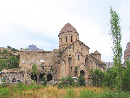 Imagen de la Iglesia de San Juan Bautista, superviviente del antiguo Monasterio de Oshki