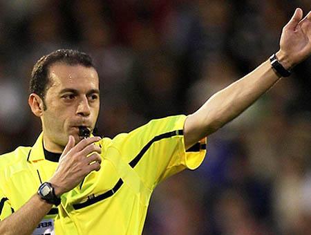 Arbitro turco cuneyt cakir