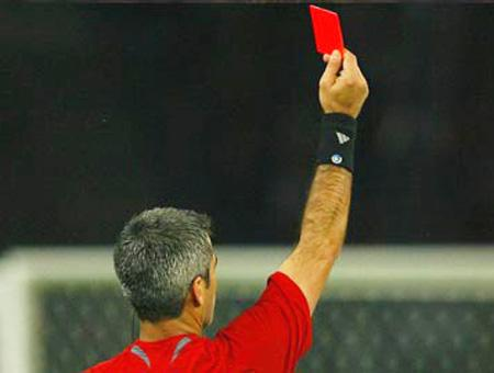 Futbol arbitro expulsion