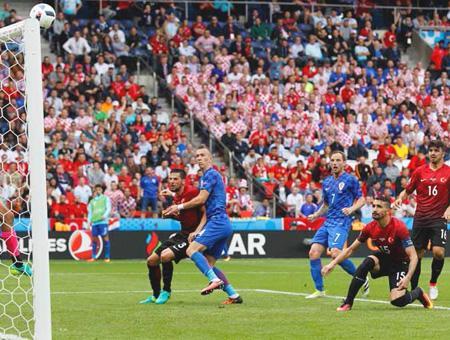Decepción de Turquía en su partido inaugural en la Eurocopa