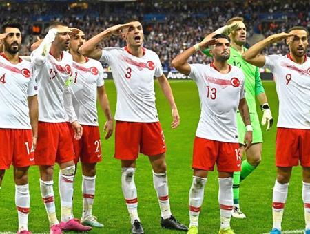 Francia turquia saludo militar jugadores