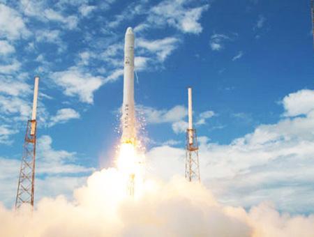 Espacio lanzamiento cohete