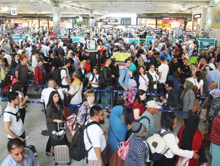 Aeropuerto ataturk pasajeros viajeros