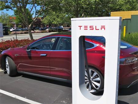 Un supercargador de Tesla