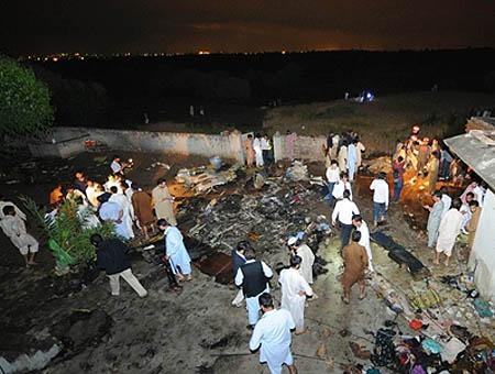 Accidente avion pakistan