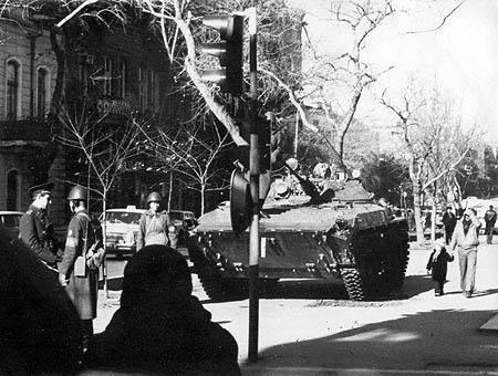Tropas soviéticas en las calles de Baku en 1990
