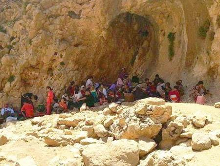 Refugiados yazidíes huyendo del IS en la región iraquí de Sinjar