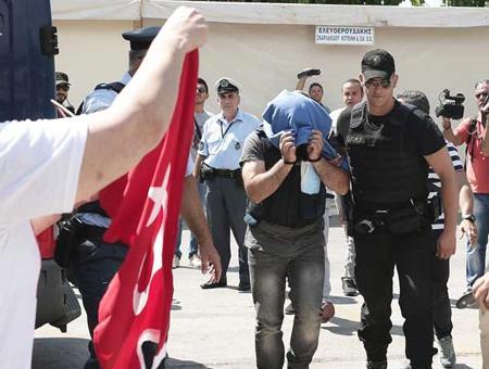 Grecia militares turcos detenidos