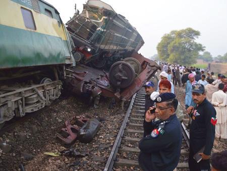 Pakistan accidente tren