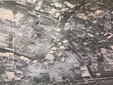 Imágenes tomadas por un dron que muestran la mezquita de Al-Nuri destruida