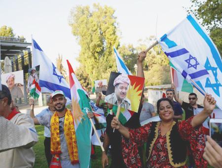 Simpatizantes de Barzani y de la independencia ondean banderas de Israel en el norte de Irak