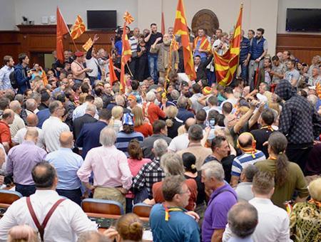 Macedonia asalto parlamento skopie