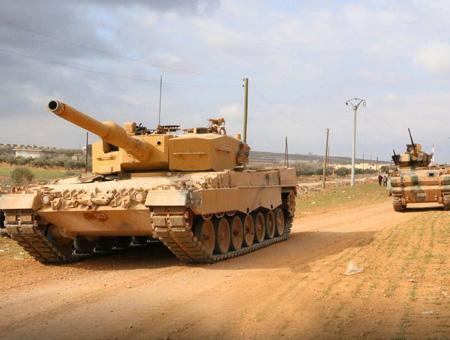 Tanques y vehículos militares del ejército turco en Siria durante la Operación Escudo del Éufrates