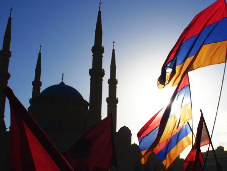 Armenia banderas mezquita cc