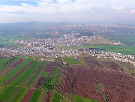 Una imagen de la ciudad de Afrin a vista aérea desde las posiciones controladas por el ejército turco