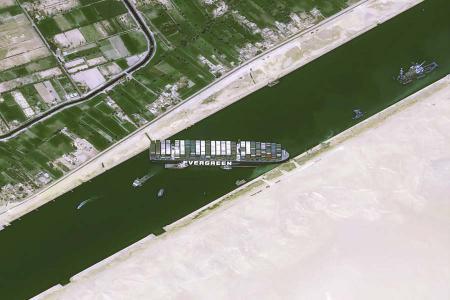 Egipto barco bloqueo canal suez