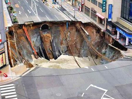 Japon agujero asfalto