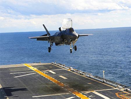 Eeuu f35b aterrizaje portaaviones