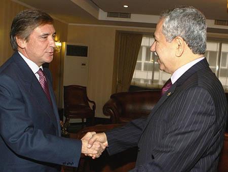 El embajador español en Ankara con el vice primer ministro turco Bülent Arınç