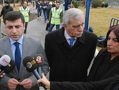 Selahattin Demirtaş (I) y Ahmet Türk (C) en una foto de archivo