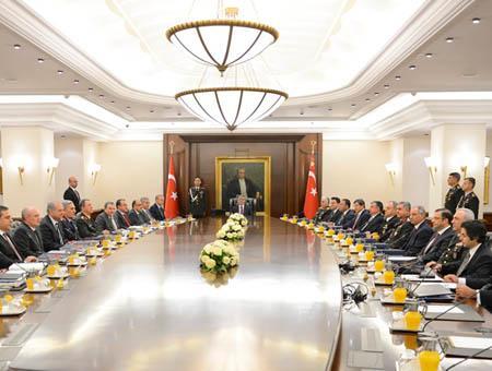 El presidente turco Abdullah Gül preside una reunión del MGK