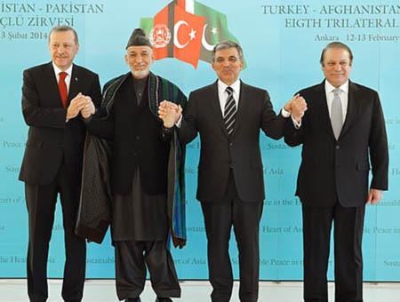 Erdoğan, Karzai, Gül y Sharif en una imagen de la cumbre tripartita