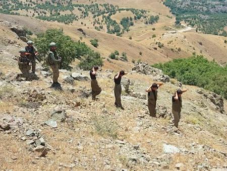 Militantes armados del PKK se rinden a las fuerzas de seguridad en el sureste de Turquía