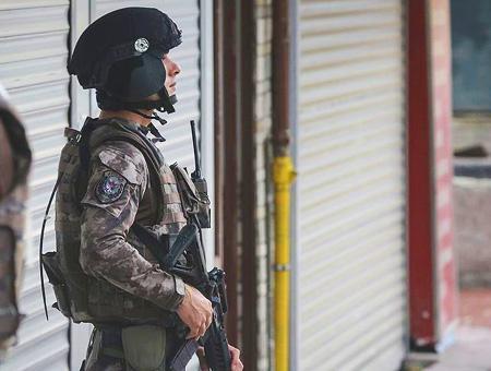 Policia fuerzas especiales redada