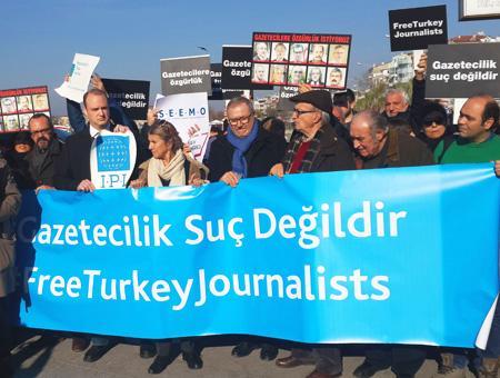 Protesta periodistas presos estambul