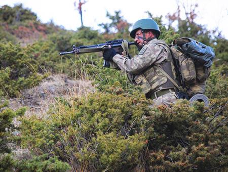 Soldado turco operacion pkk