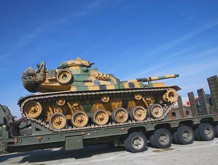 Tanques del ejército turco desplegados en la frontera con Siria