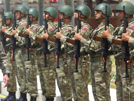 Soldados ejercito turco