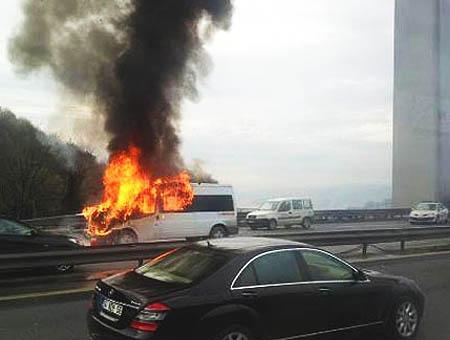Incendio autobus puente bosforo