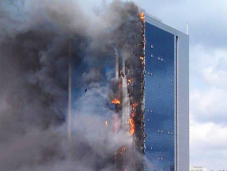 Incendio rascacielos estambul