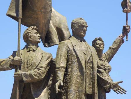 Ataturk estatua