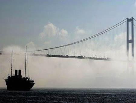 Estambul estrecho niebla