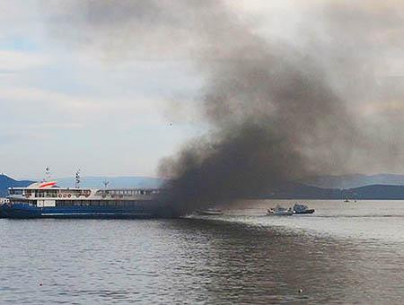 Incendio ferry estambul