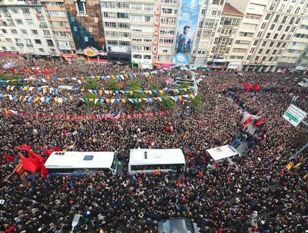 Imagen de la procesión celebrada el miércoles en Estambul por Berkin Elvan