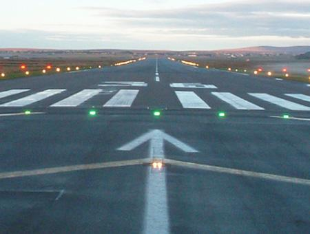 Aeropuerto pista aterrizaje cc