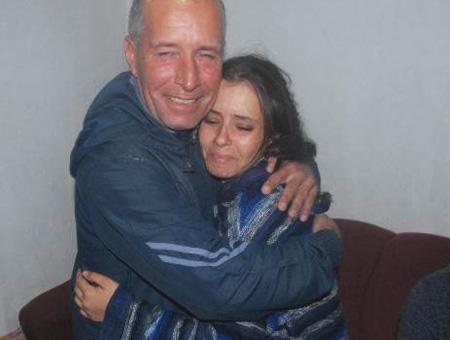 Recep Evran, el pescador turco que rescató a Muhammed, abraza a su madre