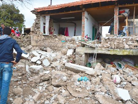 Canakkale seismos derrumbes