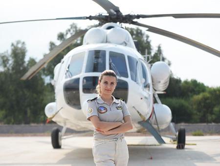 Mujer piloto burcu dincer