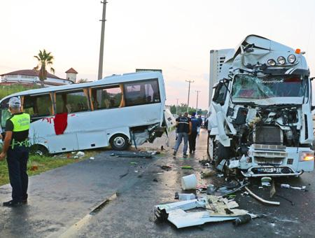 Antalya accidente autobus camion