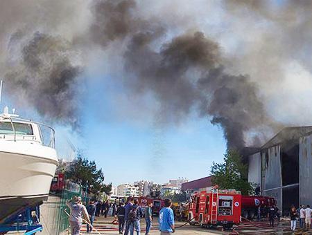 Antalya incendio yates lujo