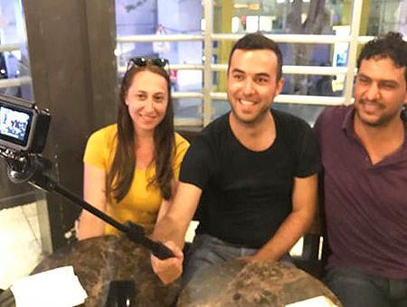 Camara devuelta palestino pareja