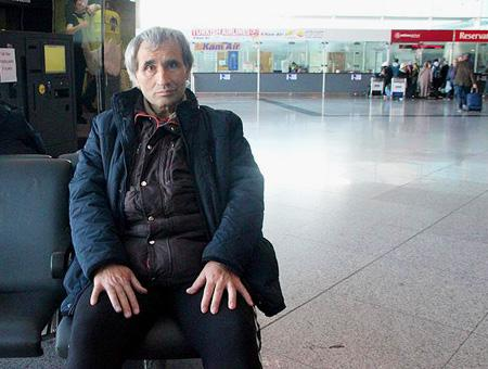 Estambul aeropuerto ataturk hombre terminal