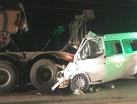 Hatay colision minibus trailer ejercito