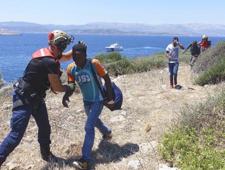 Izmir inmigrantes rescatados egeo
